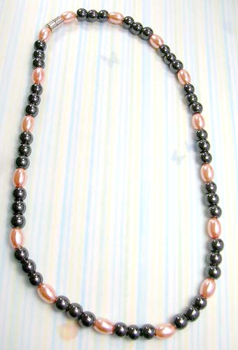 Metaphysical and healing product wholesale supply magnetic hematite necklace with imitated pearl and black beads
